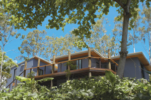 Beautiful Whitsunday Accommodation overlooking the town of Airlie Beach
